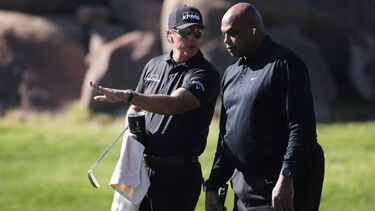 What happened in Charles Barkley/Phil Mickelson vs. Stephen Curry/Peyton Manning golf match