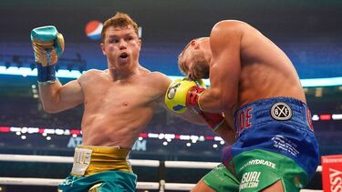 Canelo Alvarez wins unification bout vs. Billy Joe Saunders via TKO in front of record crowd