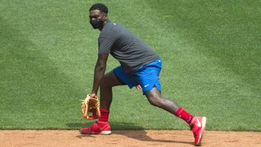 Phillies' Didi Gregorius says he'll wear facemask during games due to kidney condition
