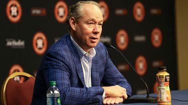 Astros owner declines comment on sign stealing investigation