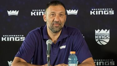 Vlade Divac steps down as Kings' GM; Joe Dumars to assume role