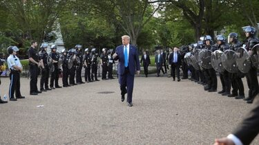 Trump threatens to send in army to end unrest