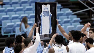 North Carolina Tar Heels' Roy Williams reaches 900 wins